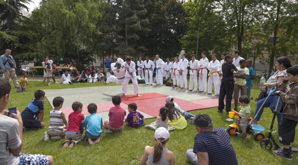 Photo de pratiquants du Ju Jitsu en plein air