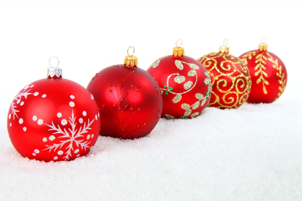Photo couleurs avec des boules de Noël rouges